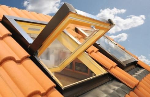 Finestra da tetto con apertura a bilico - Finestre da tetto ...