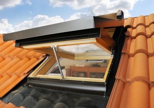 Finestra da tetto con apertura a bilico for Finestre per tetto