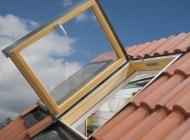 finestra-da-tetto-con-apertura-a-libro