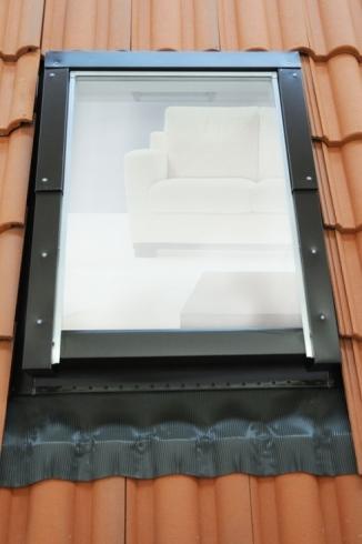 Finestra da tetto a doppia apertura - Finestre apertura esterna ...