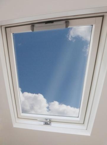 Finestra da tetto a doppia apertura for Disegno una finestra testo
